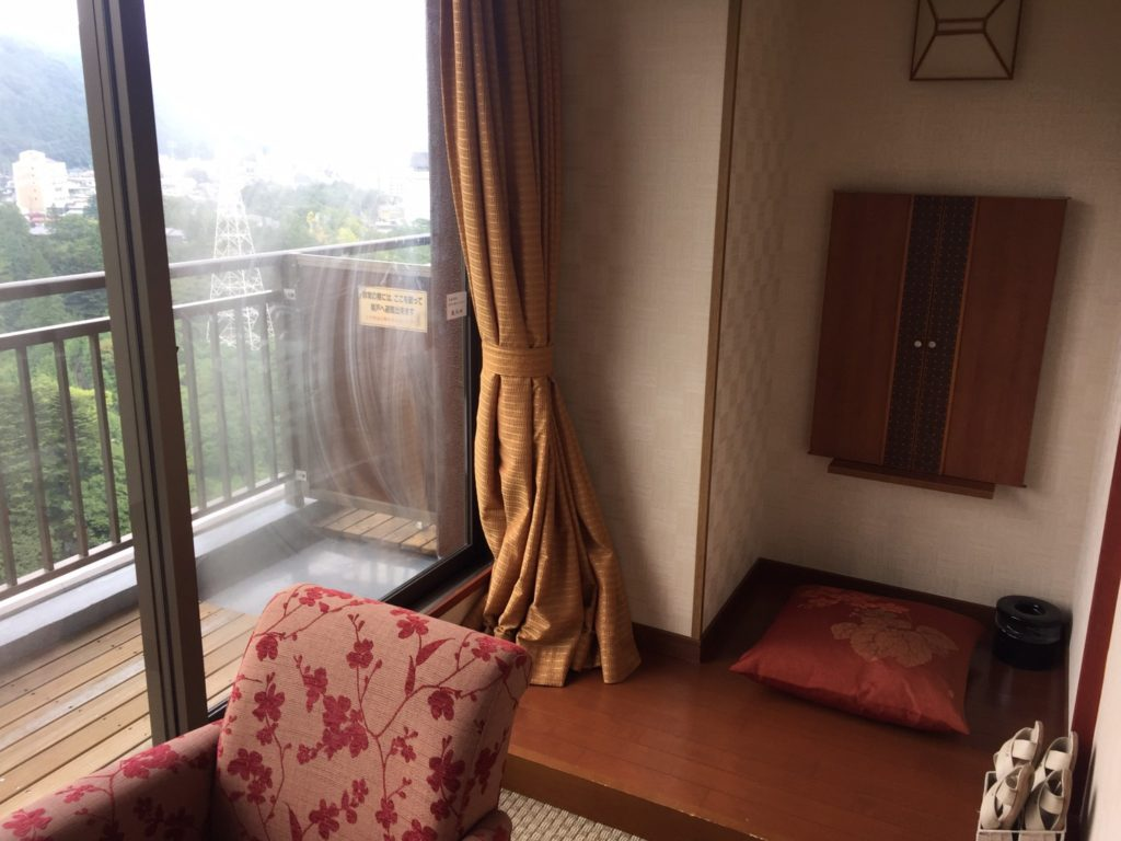 きぬ川ホテル三日月さくら亭 窓際スペース