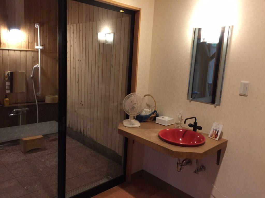 プチホテル ユーフィール 露天風呂横洗面台