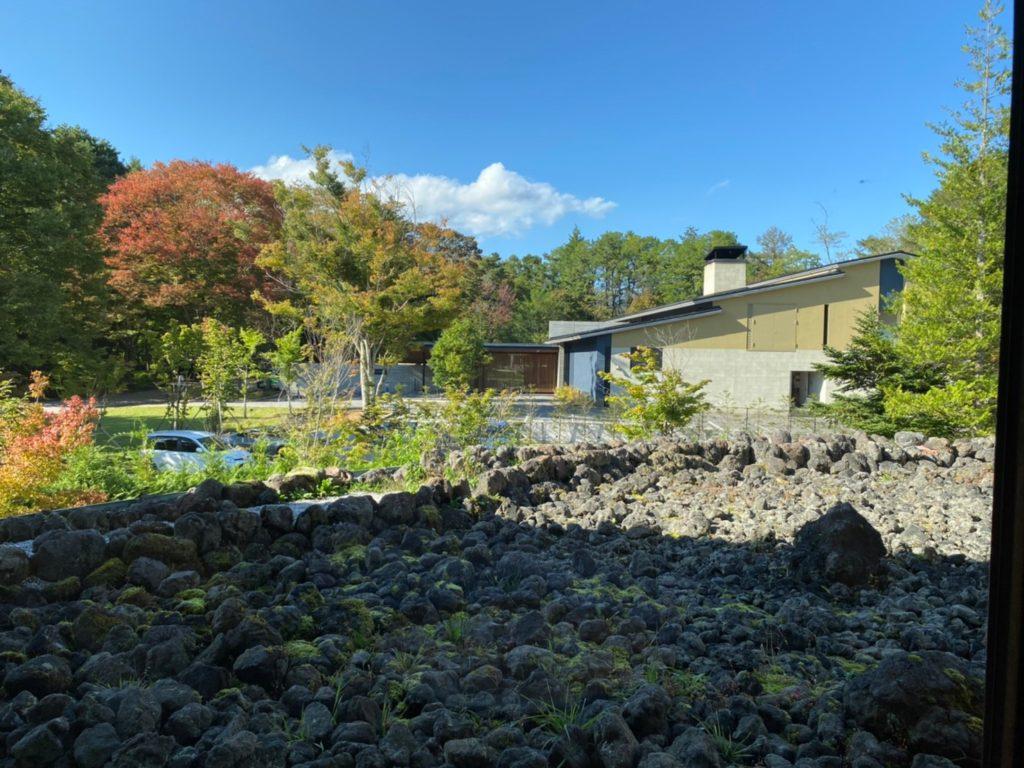 軽井沢マリオットホテル ソファスペースからの眺望